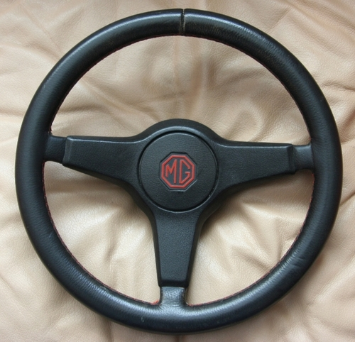 MG_Metro_1300_1982-1984_Mk_1_Black_Leather_with_Red_stitching._BL_Part_Number_AAF1005